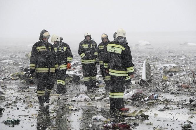 Những hình ảnh đầu tiên từ hiện trường tai nạn máy bay ở Rostov ảnh 8
