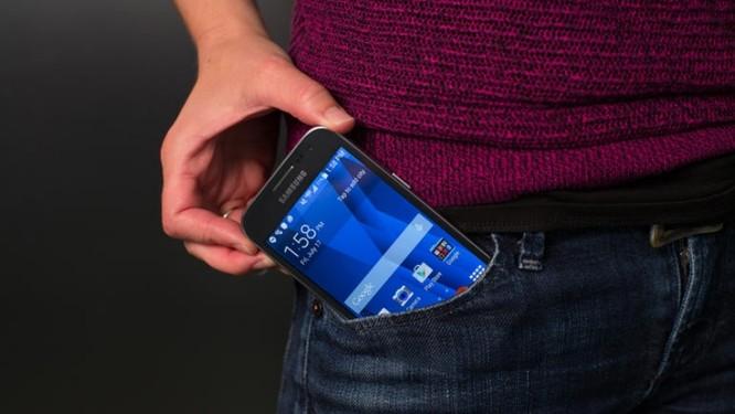 4 mẫu smartphone Android cỡ nhỏ là đối thủ của iPhone SE ảnh 3