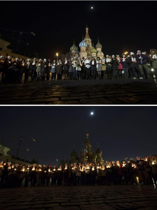 Quảng trường Đỏ Moskva trong Giờ Trái Đất. Сư dân Moskva tưởng niệm các nạn nhân vụ tai nạn máy bay ở Rostov.
