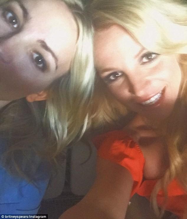 Video: Britney Spears mặc bikini vàng nhảy múa gợi cảm ảnh 3