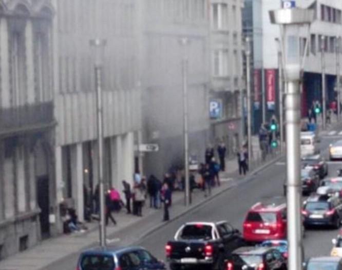 Khủng bố ở Bỉ: Chìm trong hoảng loạn và khói bụi dày đặc ảnh 31