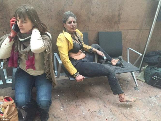 Khủng bố ở Bỉ: Chìm trong hoảng loạn và khói bụi dày đặc ảnh 9