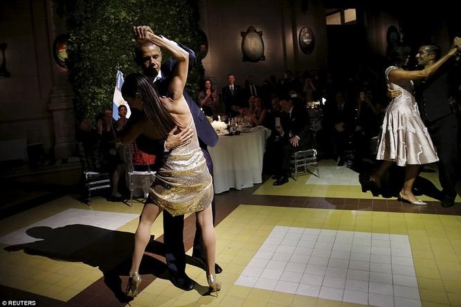 Video: Tổng thống Mỹ vụng về nhảy Tango ở Argentina ảnh 2
