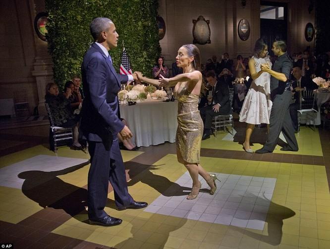 Video: Tổng thống Mỹ vụng về nhảy Tango ở Argentina ảnh 4