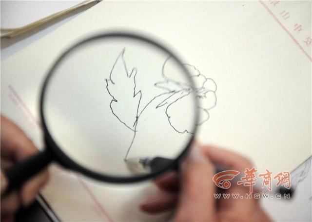 Tròn mắt xem cụ bà 100 tuổi dùng kính lúp vẽ tranh ảnh 4