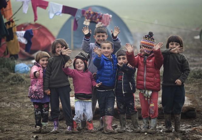 Trẻ em tị nạn trên biên giới Hy Lạp