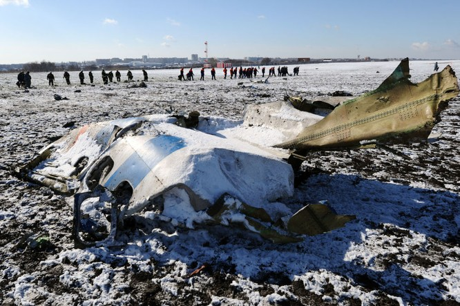 Hiện trường vụ tai nạn máy bay chở khách Boeing-737-800 tại sân bay Rostov-na-Donu