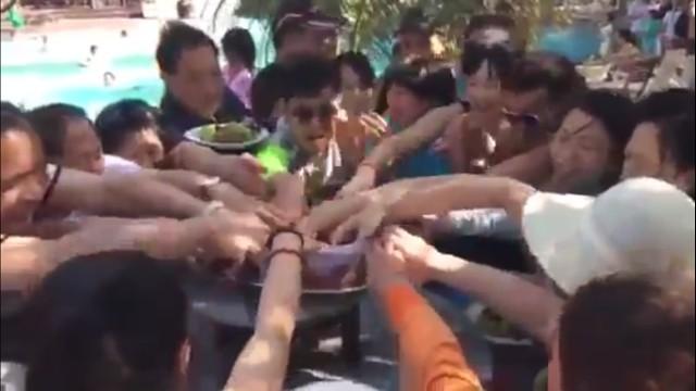 Khách Trung Quốc xấu mặt vì màn tranh hoa quả trong 6 giây ảnh 1