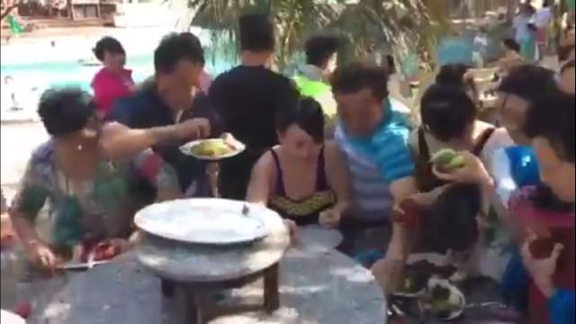 Khách Trung Quốc xấu mặt vì màn tranh hoa quả trong 6 giây ảnh 2