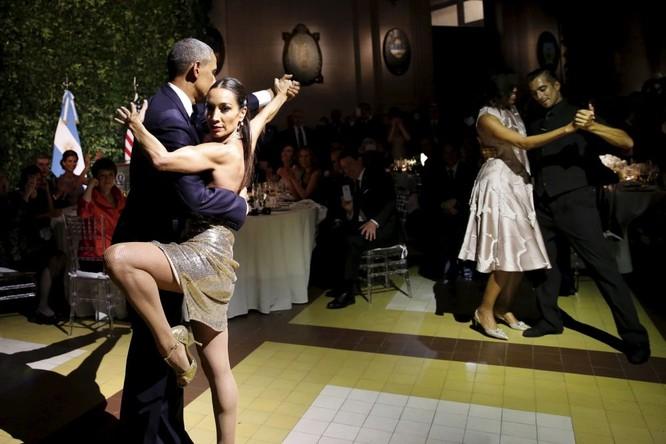 Ông Barack và phu nhân Michelle Obama nhảy tango trong chuyến thăm Buenos Aires, Argentina