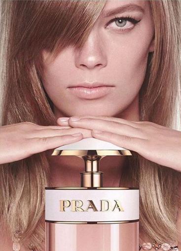 Người mẫu cởi đồ quảng cáo nước hoa ảnh 1