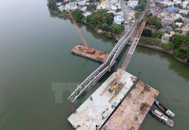 Cận cảnh trục vớt phần cầu Ghềnh bị sập sau vụ tai nạn ảnh 2