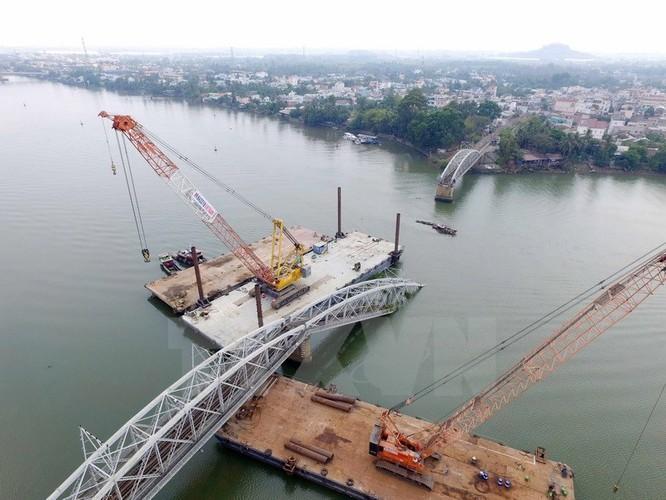 Cận cảnh trục vớt phần cầu Ghềnh bị sập sau vụ tai nạn ảnh 3