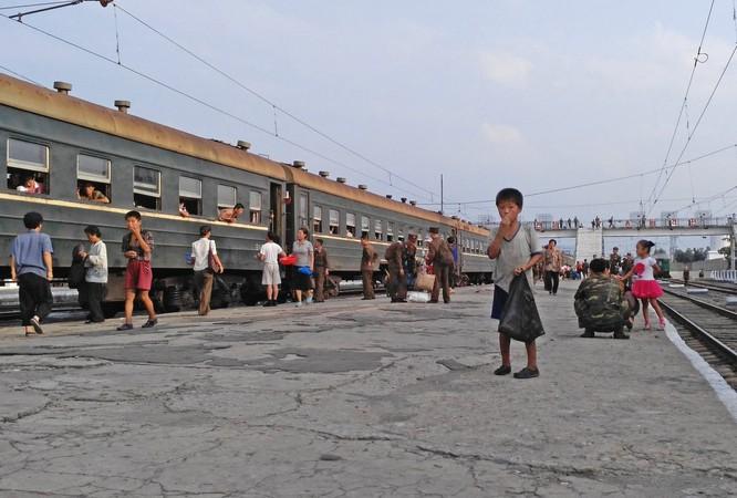Cuộc sống ở Triều Tiên qua những bức ảnh chụp vội bằng di động ảnh 15