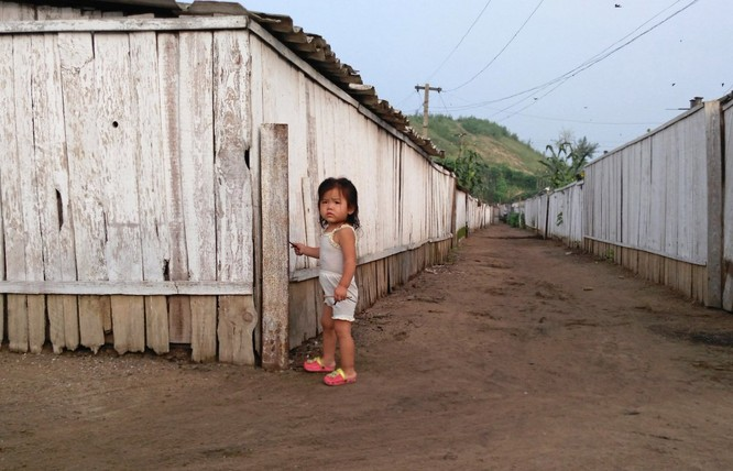 Cuộc sống ở Triều Tiên qua những bức ảnh chụp vội bằng di động ảnh 4
