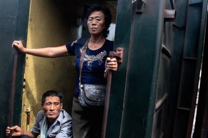 Cuộc sống ở Triều Tiên qua những bức ảnh chụp vội bằng di động ảnh 18