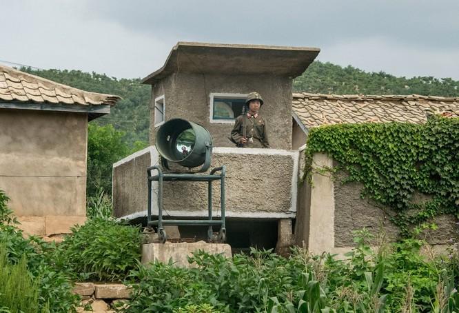 Cuộc sống ở Triều Tiên qua những bức ảnh chụp vội bằng di động ảnh 22