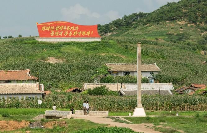 Cuộc sống ở Triều Tiên qua những bức ảnh chụp vội bằng di động ảnh 17