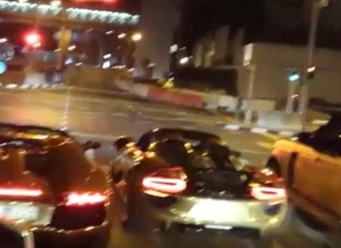 Choáng váng với dàn siêu xe dát vàng gây 'bão' ở Luân Đôn ảnh 11