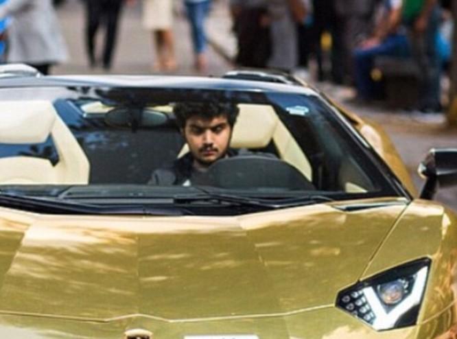 Choáng váng với dàn siêu xe dát vàng gây 'bão' ở Luân Đôn ảnh 12