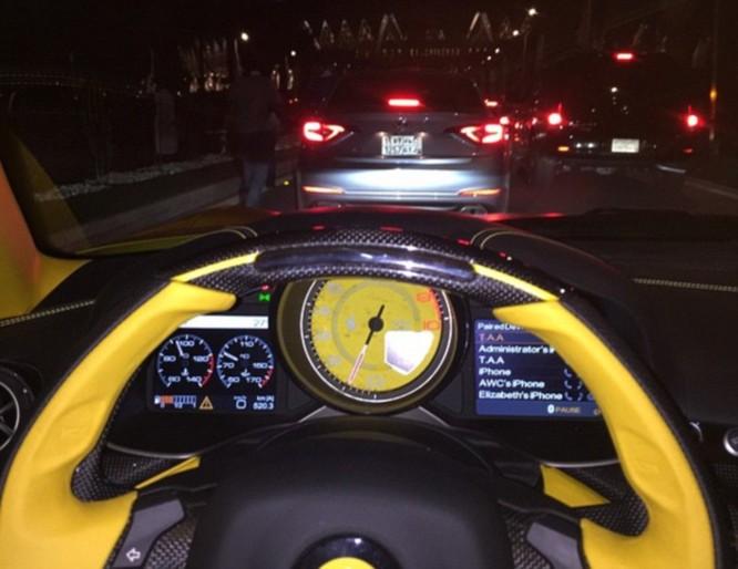 Choáng váng với dàn siêu xe dát vàng gây 'bão' ở Luân Đôn ảnh 3