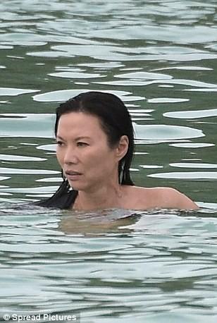 Báo Anh tung tin Putin dính nghi án tình cảm với một phụ nữ gốc Hoa ảnh 11