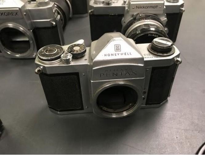 Kho báu máy ảnh cổ được tìm thấy dưới tòa soạn báo ảnh 5