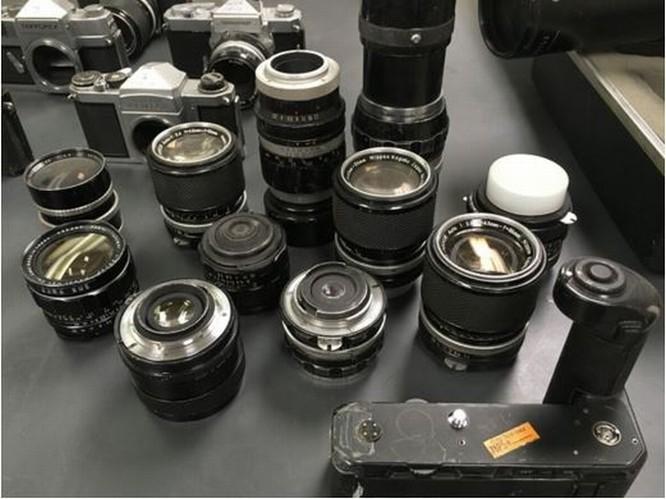 Kho báu máy ảnh cổ được tìm thấy dưới tòa soạn báo ảnh 10