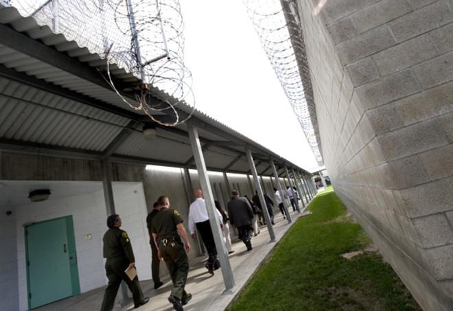 Video: 'Đột nhập' nhà tù nơi Minh Béo bị tạm giam ở Mỹ ảnh 1