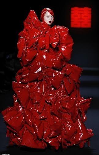 """Kinh dị show thời trang """"đẫm máu"""" ở Trung Quốc ảnh 10"""