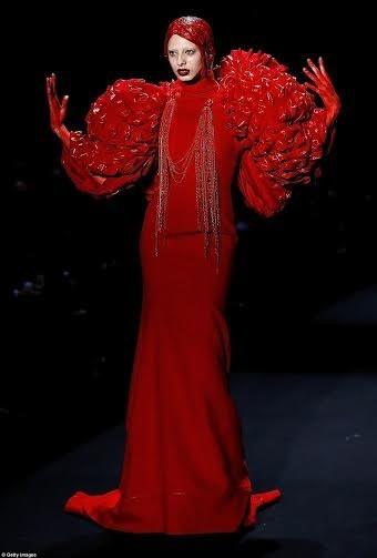 """Kinh dị show thời trang """"đẫm máu"""" ở Trung Quốc ảnh 6"""