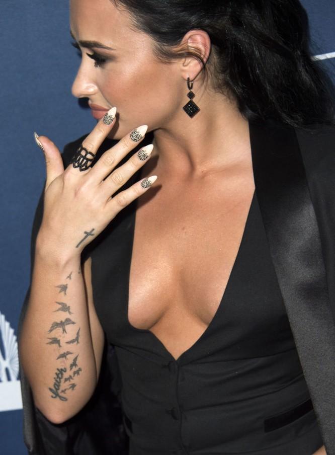 Nữ diễn viên Mỹ Demi Lovato - ca sĩ gợi cảm nhất.