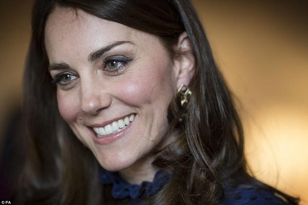 Công nương Kate gây sốt với hình ảnh xinh đẹp tựa nữ thần ảnh 3