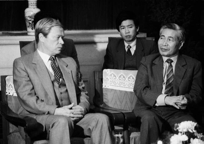 Nguyễn Cơ Thạch tiếp I.A. Rogachoc - Thứ trưởng Ngoại giao Liên Xô ngày 27/11/1988
