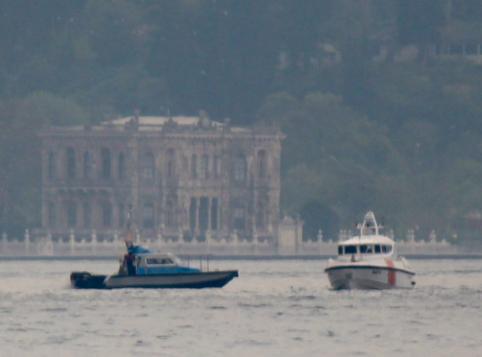 Tàu Thổ Nhĩ Kỳ bao vây tàu Nga ở eo biển Bosporus ảnh 1