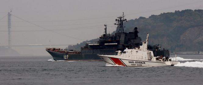 Tàu Thổ Nhĩ Kỳ bao vây tàu Nga ở eo biển Bosporus ảnh 4