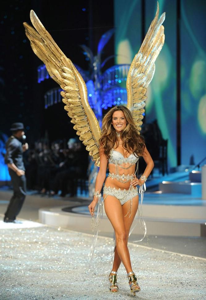 Vẻ đẹp hút mắt của thiên thần nội y Victoria's Secret ảnh 10