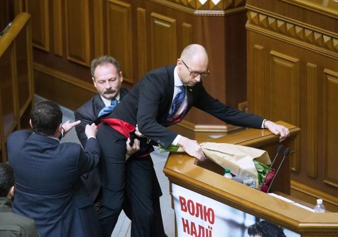 10 bức ảnh nhật ký con đường chính trị của Cựu Thủ tướng Ukraine Yatsenyuk ảnh 2