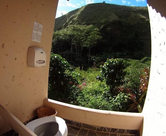 Choáng với những nhà vệ sinh 'độc' nhất hành tinh ảnh 15
