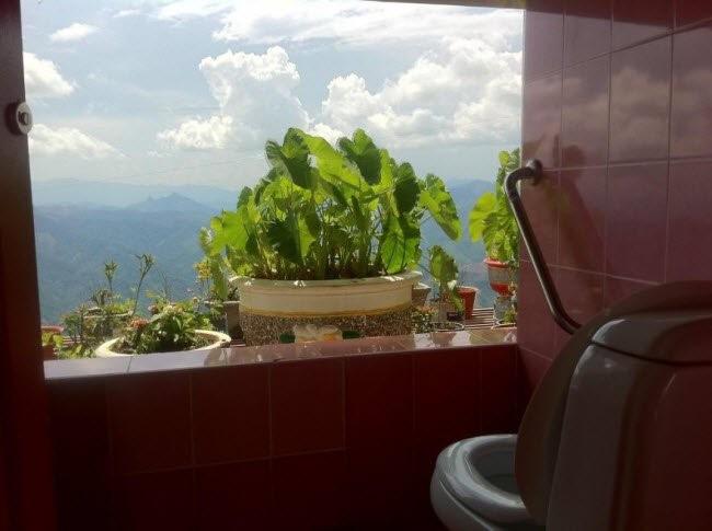 Choáng với những nhà vệ sinh 'độc' nhất hành tinh ảnh 7