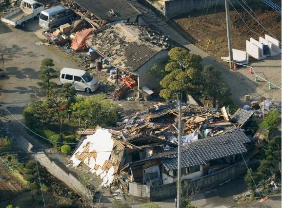 Nhật Bản: Đổ nát hoang tàn sau trận động đất ảnh 13