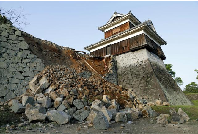 Nhật Bản: Đổ nát hoang tàn sau trận động đất ảnh 14