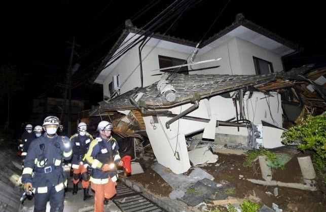 Nhật Bản: Đổ nát hoang tàn sau trận động đất ảnh 10