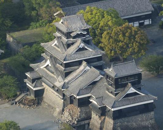 Nhật Bản: Đổ nát hoang tàn sau trận động đất ảnh 9