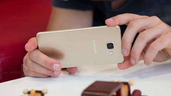 9 mẫu điện thoại mỏng nhẹ, thời trang đáng mua năm 2016 ảnh 7