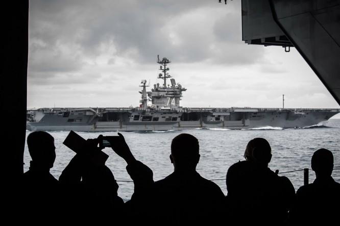 20 bức ảnh bằng vạn lời nói về uy lực của tàu sân bay Mỹ ảnh 12