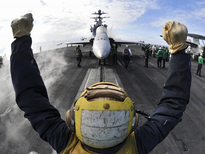 20 bức ảnh bằng vạn lời nói về uy lực của tàu sân bay Mỹ ảnh 2