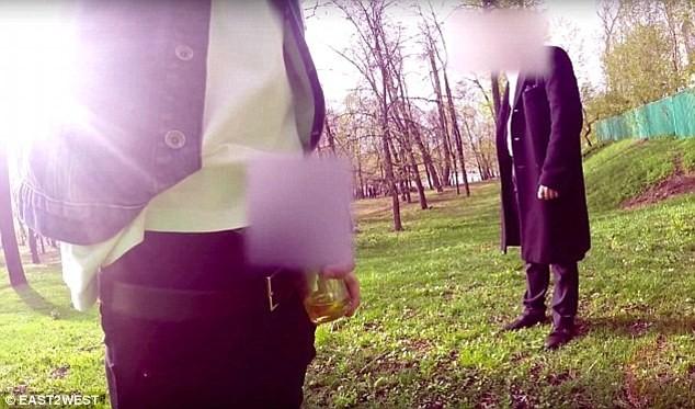 Video: Cháu tỷ phú Nga vung tiền mua tình một đêm với người yêu của bạn ảnh 11