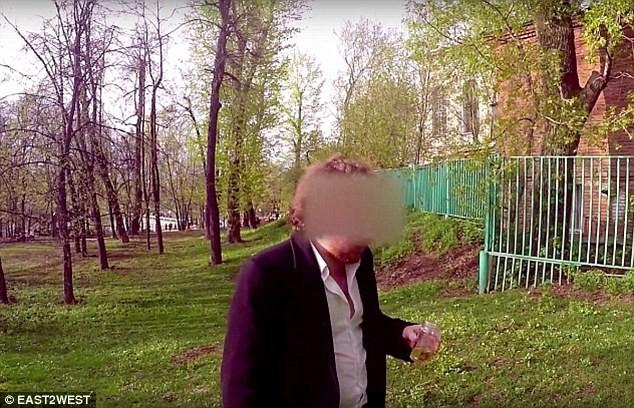 Video: Cháu tỷ phú Nga vung tiền mua tình một đêm với người yêu của bạn ảnh 12
