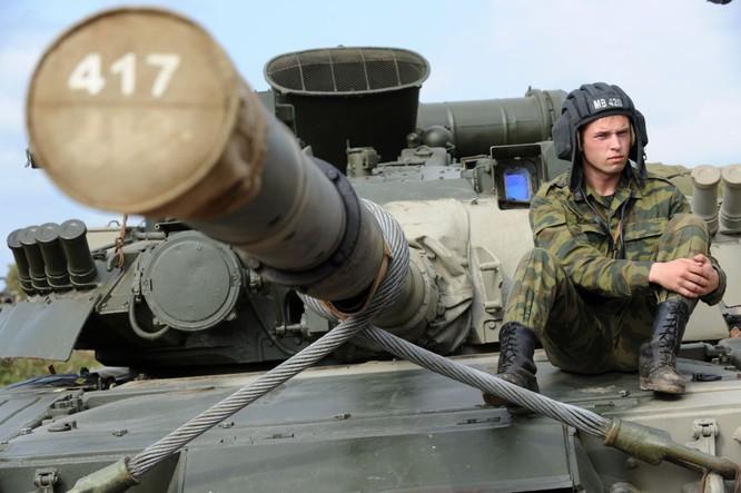 """Video: Cận cảnh """"xe tăng bay"""" T-80 ảnh 4"""